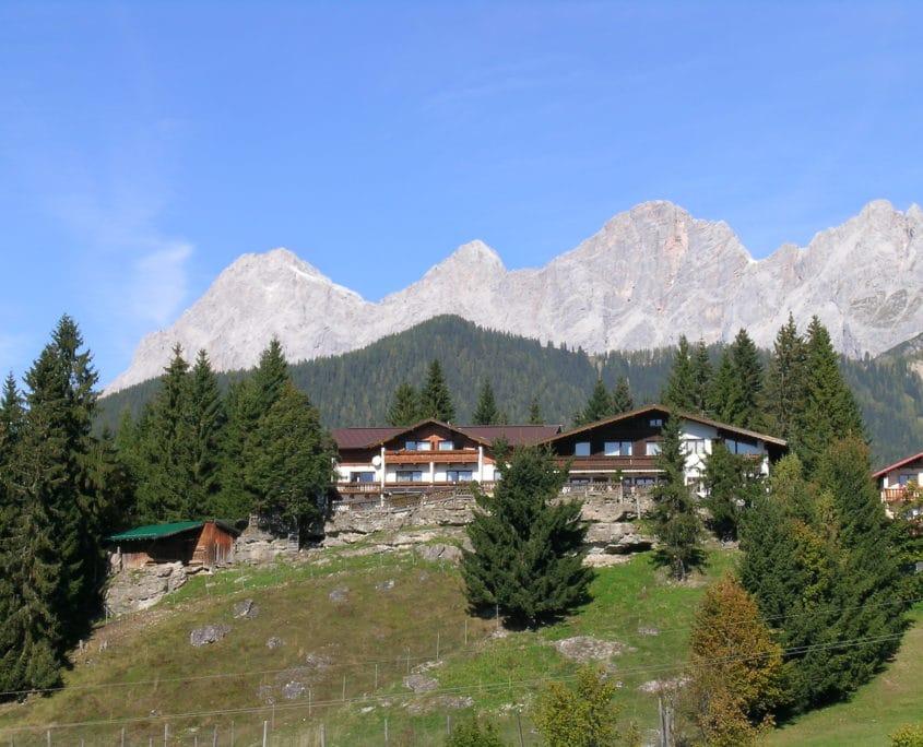 Hotel Ramsaueralm und Dachstein Südwand