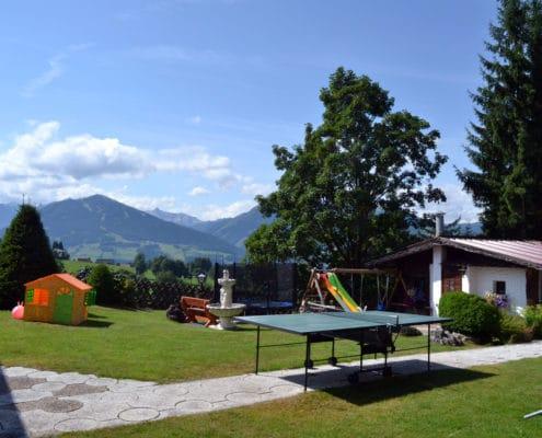 Kinderspielplatz, Tischtennis und Cafe-Terrasse Hotel Ramsauer Alm in Ramsau am Dachstein