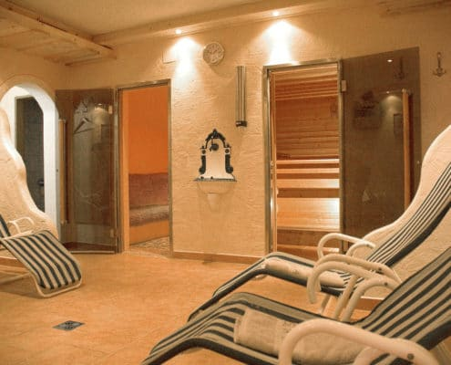 Saunalandschaft mit finnischer Sauna und Infrarotkabine im Hotel Ramsauer Alm in Ramsau am Dachstein