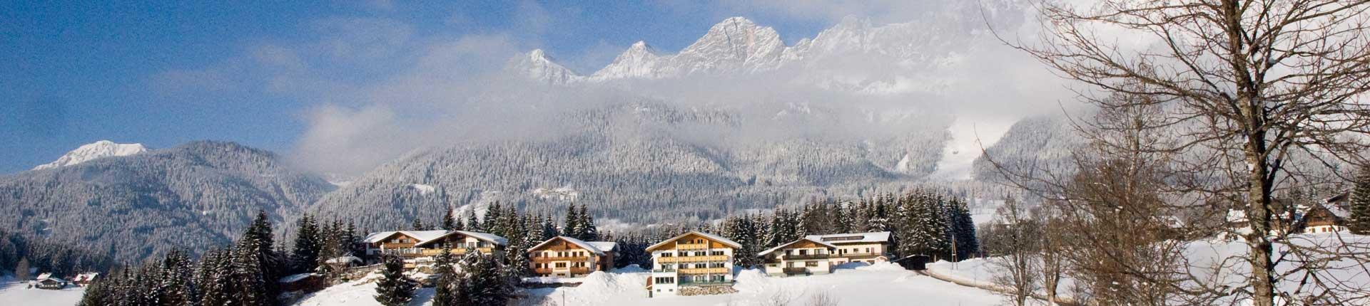 Winteransicht Hotel Ramsauer Alm und Aparthotel Sunrise in Ramsau am Dachstein